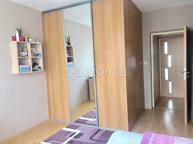 50 m2, 7.p./7.p., samostatné vstupy do izieb,  plastové okná, murované jadro,