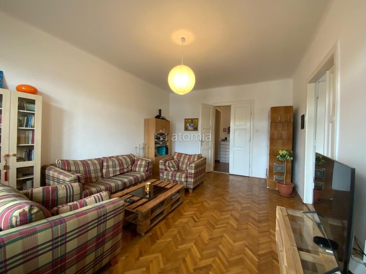 Tehlový byt s vysokými stropmi